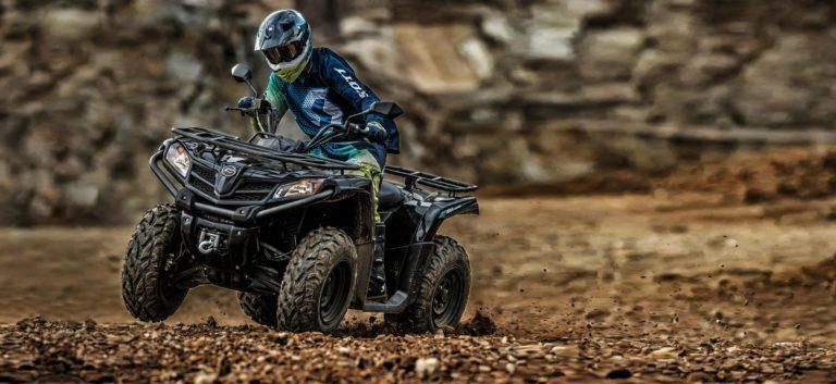 Quads, ATVs oder Side-by-Sides: Entdecken Sie unsere Auswahl an kleinen Kraftfahrzeugen namhafter Hersteller.